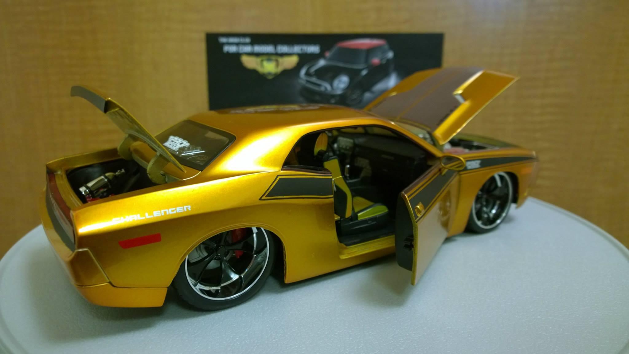 Dodge Challenger Concept 1-18 Diecast