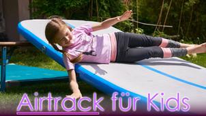 Spielerische Übungen auf der Airtrack für Kinder