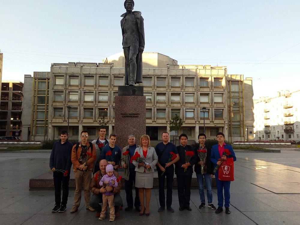 Коммунисты и комсомольцы Центрального района отметили 140-ю годовщину со дня рождения Ф.Э.Дзержинского