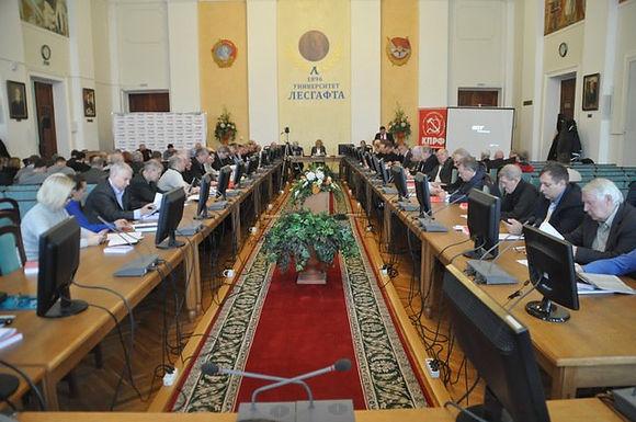 Пленум Санкт-Петербургского горкома КПРФ обсудил вопросы молодежной политики партии.