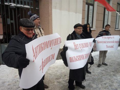 В Ленинграде состоялся пикет против запрета Коммунистической партии Польши и преследований коммунист