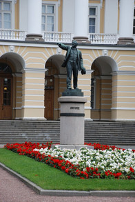 22 апреля состоится возложение цветов к памятнику В.И. Ленину у Смольного