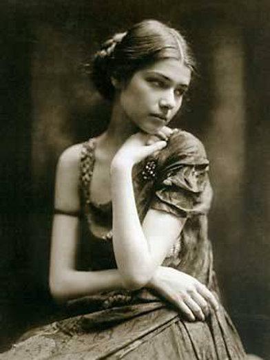 Alexian, Female Skull Tender