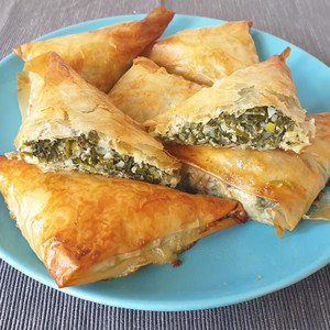 Pastry leaf spinach pies