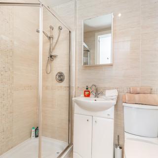 Bathroom (en-suite)