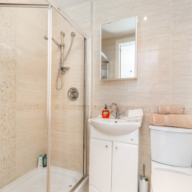 Bathroom (en-suite)