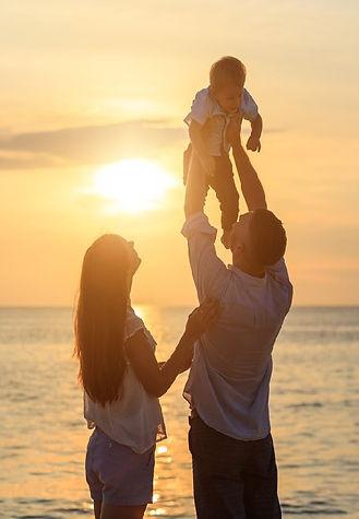 Famiglia al tramonto tagliata.jpg