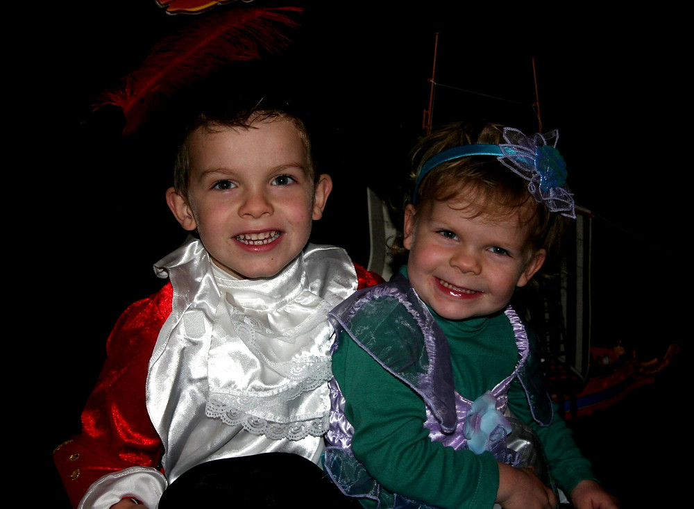 Costumes on the KidooLand rails