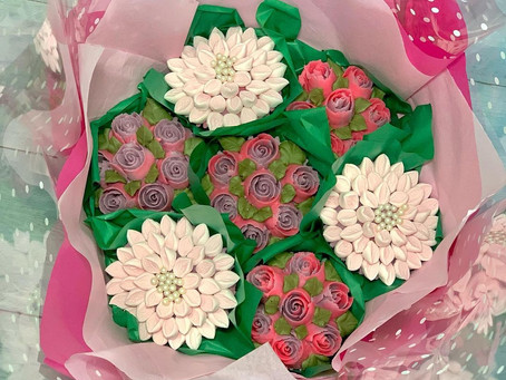Who Should You Gift A Cupcake Bouquet To?