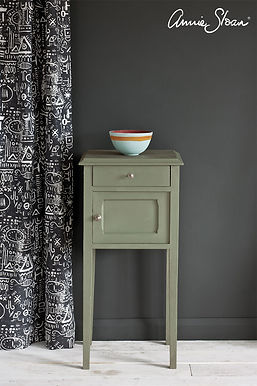 Chateau-Grey-side-table-Tacit-in-Graphit