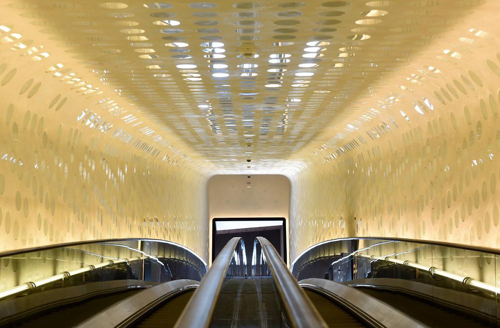 """Escalite macht Rolltreppe """"Tube"""" in der Elbphilharmonie Hamburg keimfrei"""