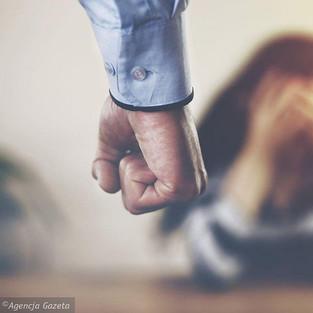 W kwarantannie wzrasta przemoc domowa. Czy polskie władze to zauważą?