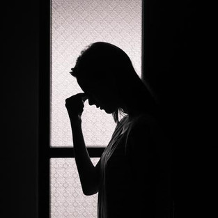 W żałobie po utraconej normalności. Coraz więcej osób potrzebuje wsparcia psychologa i psychiatry