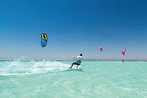 kite-surfing-3857693_640.jpg