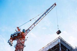 Kranlyft på byggarbetsplats