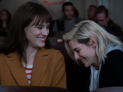 Alguém Avisa? | Comédia romântica estrelada por Kristen Stewart estreia nas plataformas digitais