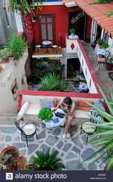 courtyard-of-the-aeginitiko-archontiko-h
