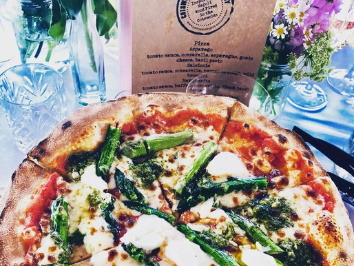 Delicious wood-fired pizzas from @cotswoldpizzaco