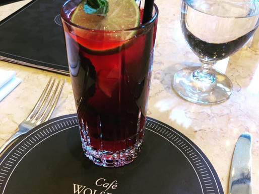 An impromptu visit to @cafewolseley makes for a happy Tuesday night🍹