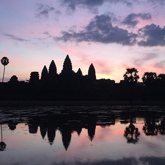 Morning sunrise from Angkor Wat, what a fun way to spend my Christmas! #consultasian #traveladventur