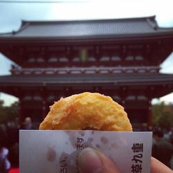 Eating pumpkin agemanju (a type of fried
