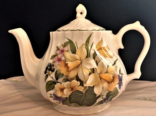 Queen's Bright Daffodils Teapot