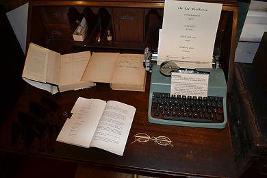 DSC_0038 copy witing desk.jpg