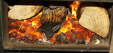 Linnorie Firewood Services (LFS) - Aberdeenshire & Moray firewood logs supplier: a warming fire