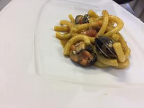 Maccheroncello cozze, vongole e pomodoretto