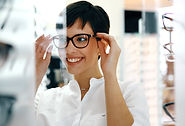 beautiful-woman-with-optician-trying-eye