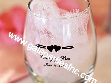 Best Personalized Wedding Wine Glass Favors
