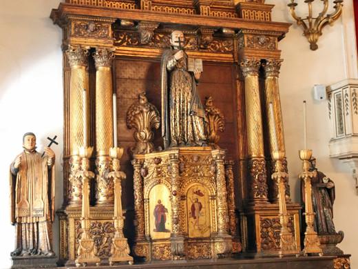 Altar originário da antiga Igreja de Santo Inácio, que ficava no Morro do Castelo.