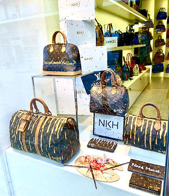Vitrine customisation sacs Louis Vuitton - boutique Legend Maroquinerie Monaco