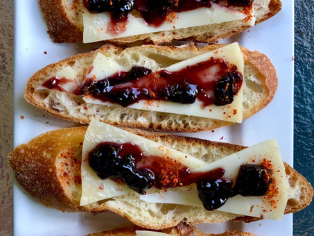 Sheep's cheese and cherry jam canapés