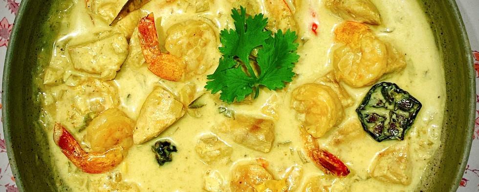 Sri Lankan white seafood curry