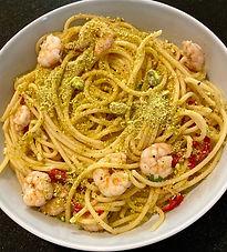 Spaghetti with shrimp and pistachios