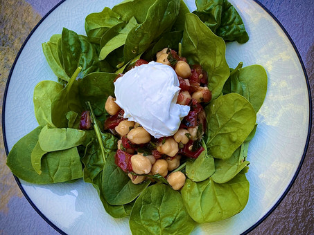 Chickpeas with spinach and yogurt