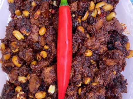 Indonesian Coconut beef and peanut stir-fry (Serundeng daring)