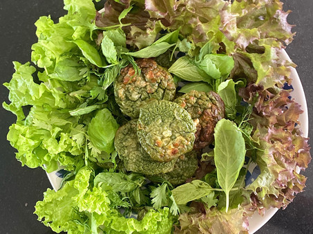 Spinach cake (or cupcakes) with herb salad