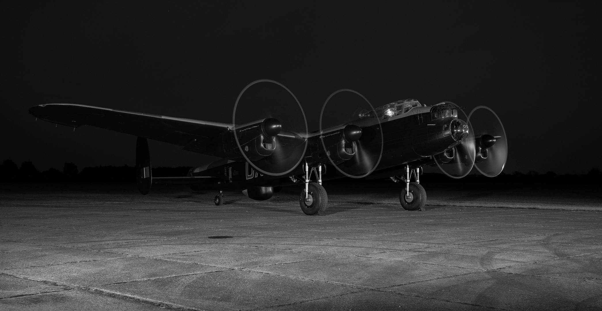 Lancaster Bomber, engine night run.