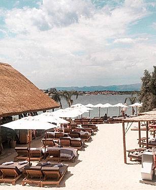 ahşap plaj şemsiyeleri, ağaç plaj şemsiyeleri