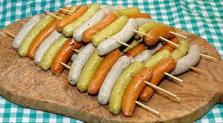 Thierry et Fabienne vous proposent un vaste choix de brochettes savoureuses, mini boudins, saucisses sucrées, à déguster lors de vos barbecues.