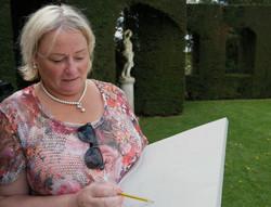 Laure Vandemeele dessinant au parc de solvay B