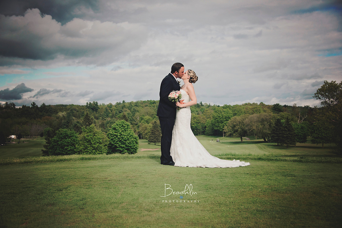 Summer Wedding at Millrun Golf Club