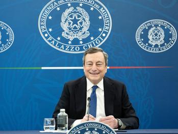 Covid, Mario Draghi non si fida del green pass