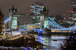 Tower bridge at night.png