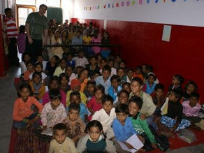 100 pares de sapato para crianças da INDIA