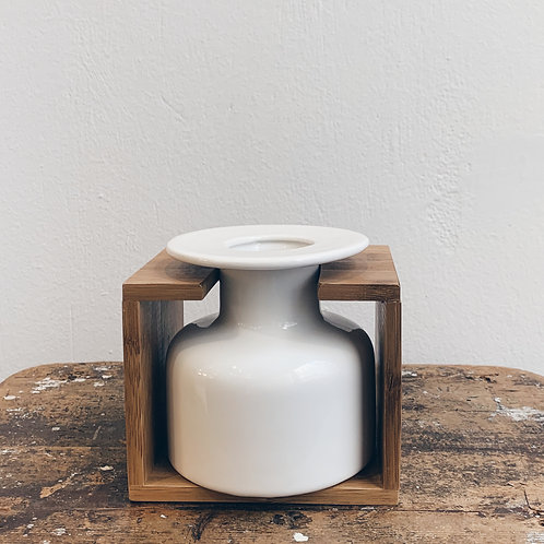 Μπουκάλι λευκό με ξύλινη βάση