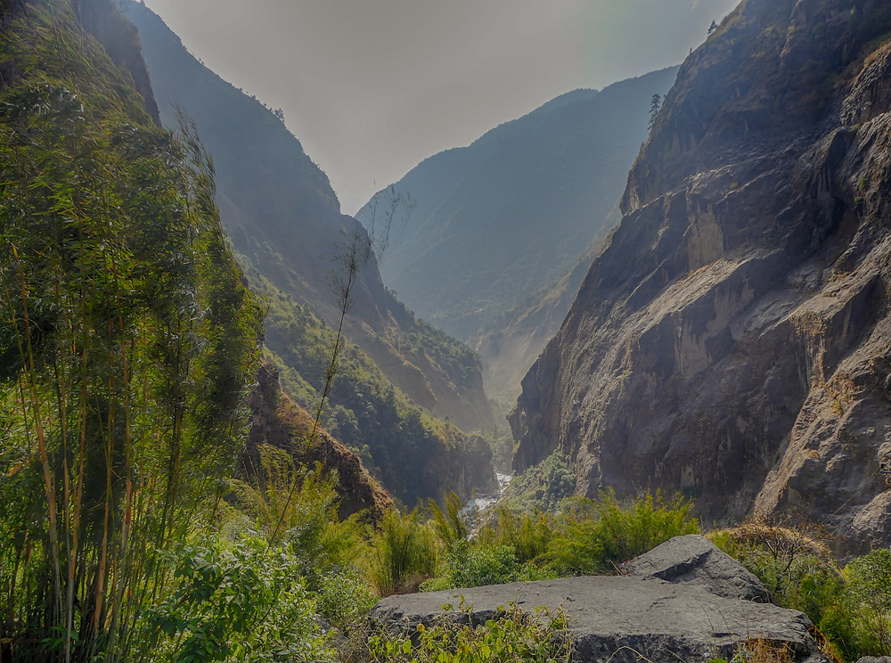 Hiking the Annapurna Circuit Trail in Nepal. Day 1, from Chamche (1400m) to Dharapani (1900m).