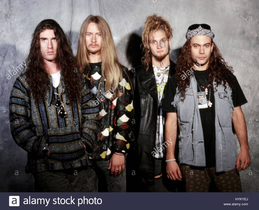 alice-in-chains-with-layne-staley-specia